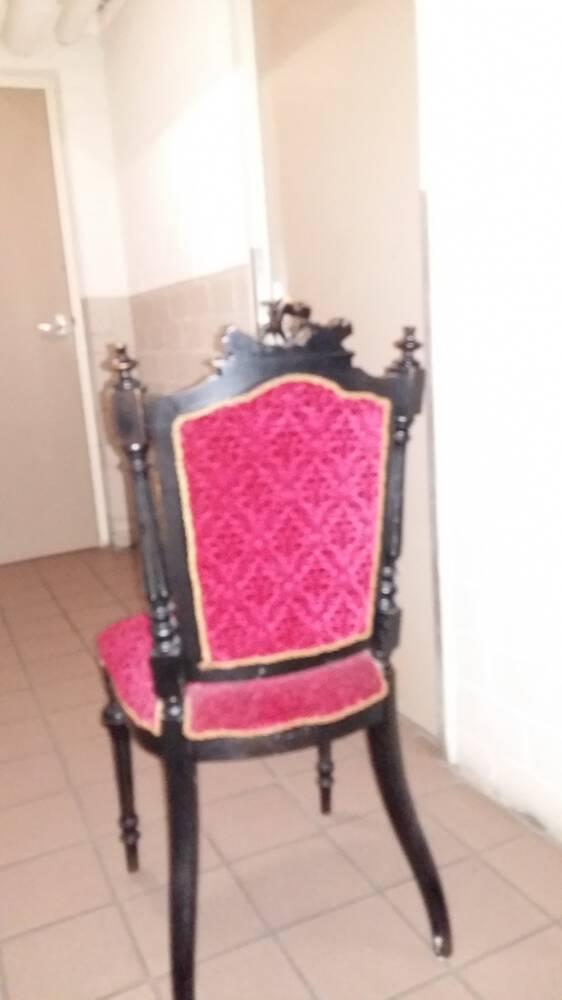 Dwingels Eigen krijgt beschikking over antieke stoelen