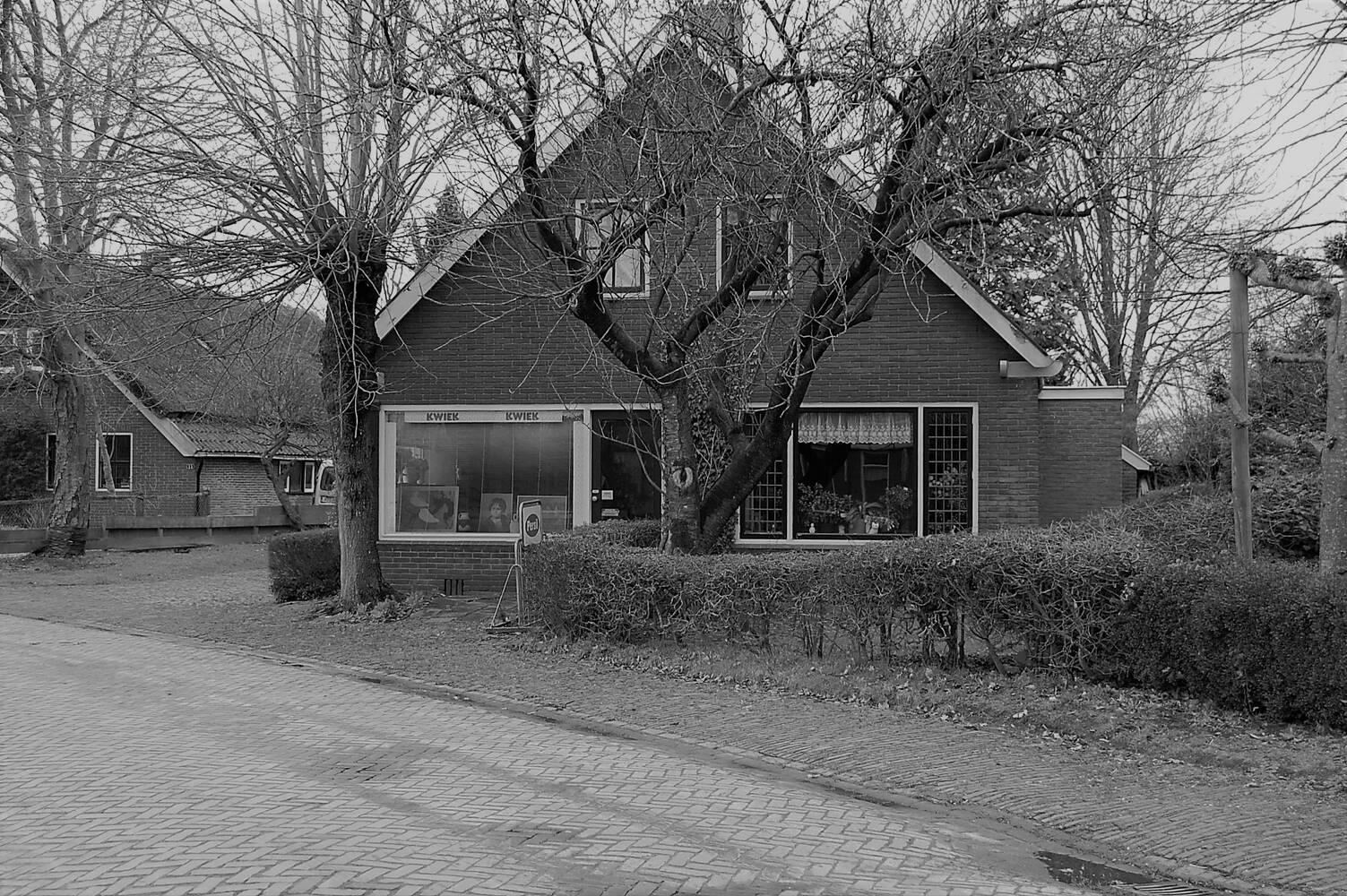 Dwingels Eigen redt winkelinterieur bakkerij Warnders