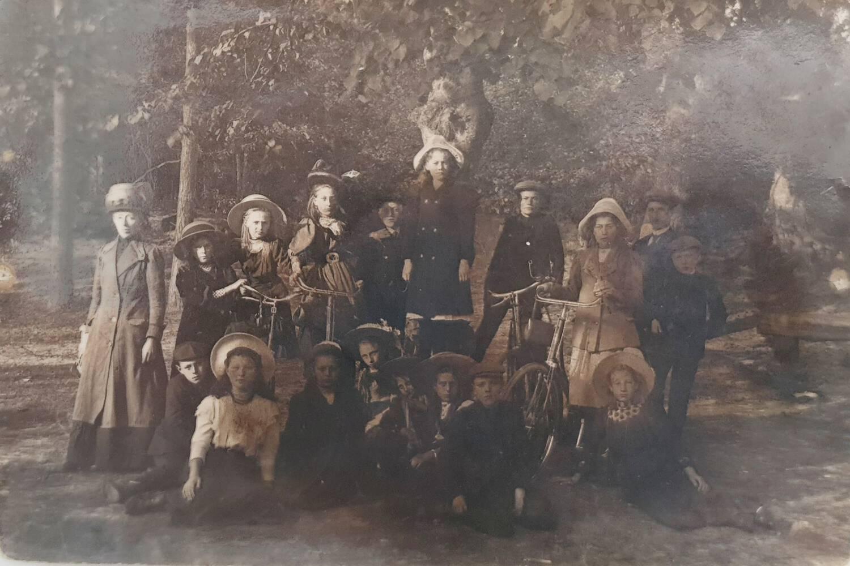 Dwingels Eigen ontvangt foto's meester Boneschanscher